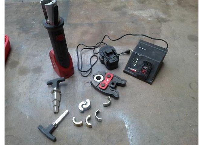 Maquina de prensar multicapa interesting tubo multicapa - Maquina uponor ...